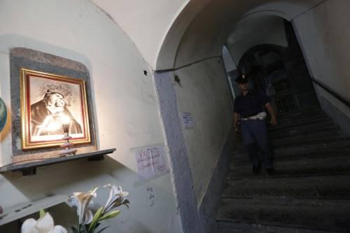 Napoli, massacrata di botte e chiusa nel sacco dei rifiuti
