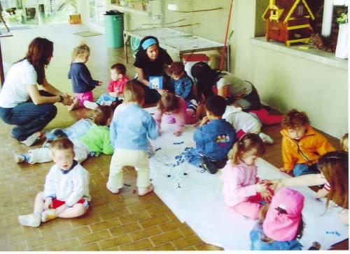 Tagliati i fondi per i bimbi: la Caritas contro il Comune