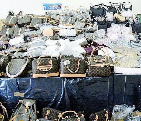La guerra al mercato dei falsi: oltre 20mila pezzi sequestrati