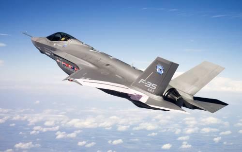 Figuraccia F-35: sconfitto da un vecchio F-16 in un test di guerra