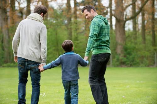 I giudici ordinano al sindaco di Verona di riconoscere i due papà gay genitori di un bambino