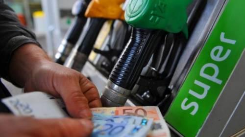 """Ancora in aumento i carburanti. Petrolieri: """"È colpa delle tasse"""""""