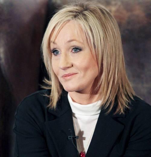 """J.K. Rowling fa felici i suoi fan: """"Custodisco un nuovo romanzo dentro l'armadio"""""""