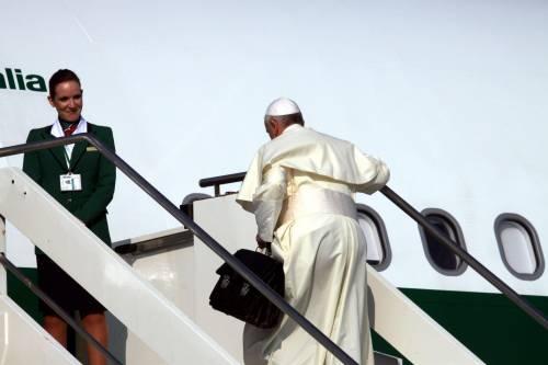 Papa Francesco in volo per il Brasile