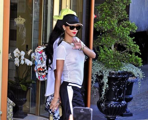 Rihanna perde il sen(n)o