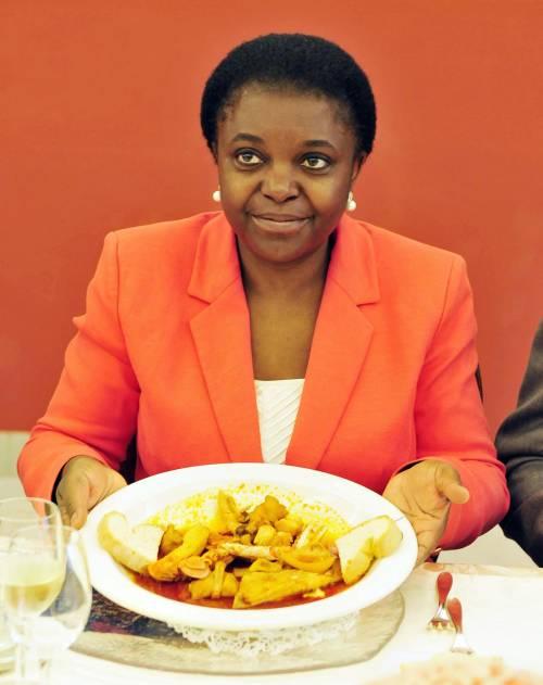 """La Kyenge vuole cancellare anche """"mamma"""" e """"papà"""""""