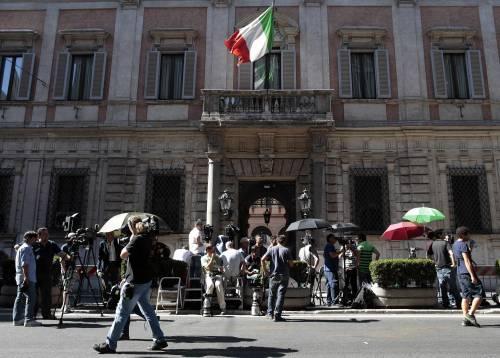 Palazzo Grazioli blindato Il Cav attende la sentenza con i figli e il legale Coppi