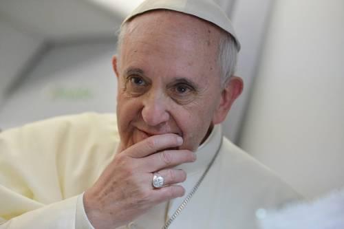 """Papa Francesco telefona a giovane omosessuale: """"Non è una cosa grave"""""""