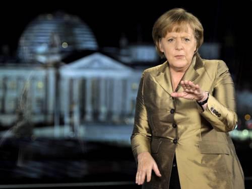 Contro la Merkel a colpi di gestacci