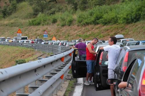 Automobili incolonnate sull'autostrada Salerno-Reggio Calabria