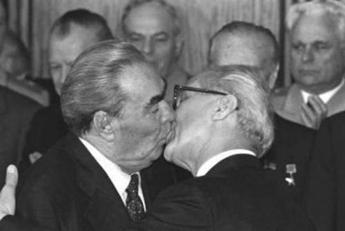"""Il bacio tra due atlete russe? """"Solo gioia"""". I diritti gay non c'entrano"""