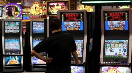 Giochi d'azzardo, sì a moratoria di un anno Governo battuto in Senato
