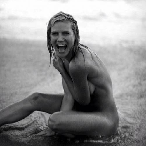 Heidi klum al mare mostra entrambi i lati 1