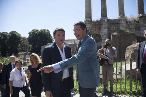 Renzi a spasso per Roma Ma è rimasto senza bici