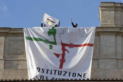 Assalto grillino a Montecitorio: occupato il tetto della Camera