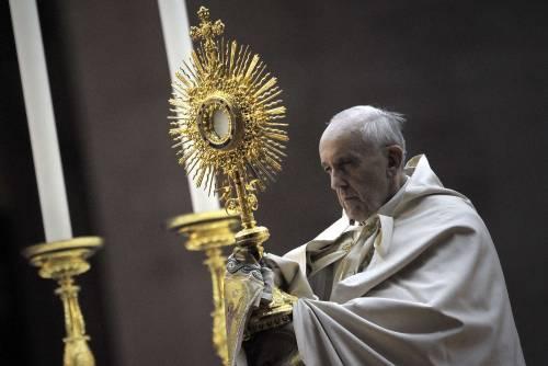 """Il papa contro tutte le guerre: """"Si fanno per vendere le armi"""""""