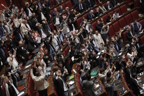 Riforme costituzionali, passa il ddl: protesta del M5S