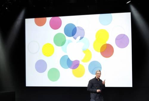 Apple presenta l'iPhone 5s e il modello low cost
