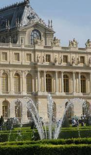 E ora Versailles per far cassa crea un marchio di alta cucina