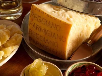 Parmigiano, lambrusco e passiti per un weekend del gusto