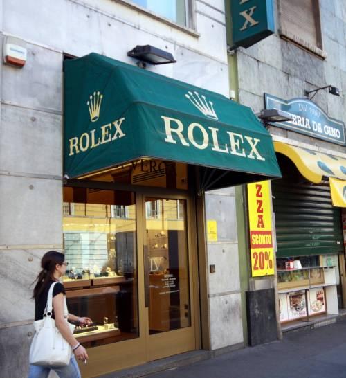 «Posso vedere quei Rolex?» Ed è furto record da Verga
