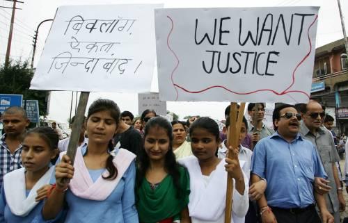 India, quattro condanne a morte per lo stupro della studentessa sul bus