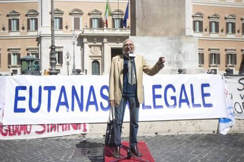 Il leader dei Radicali Marco Pannella parla in Piazza Montecitorio