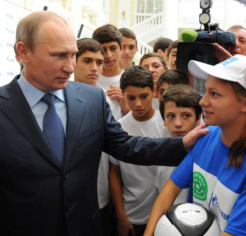 """Putin: """"Se Berlusconi fosse stato gay nessuno lo avrebbe toccato"""""""
