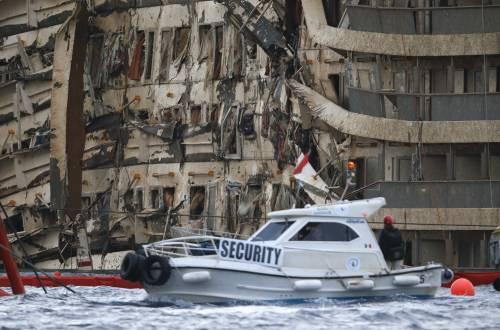 La fiancata danneggiata della nave da crociera