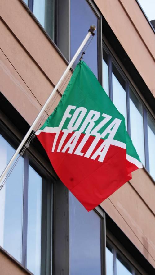 In viale Monza la bandiera di Forza Italia