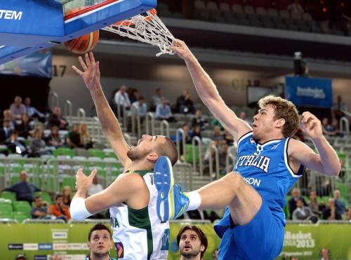 Nicolò Melli in un'azione contro la Lituania, nei quarti di ieri