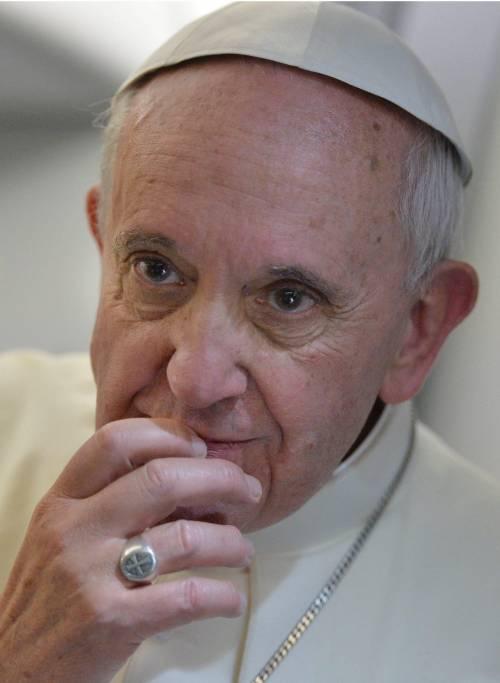 """Il Papa a Scalfari: """"Basta cortigiani, così cambierò la Chiesa"""""""
