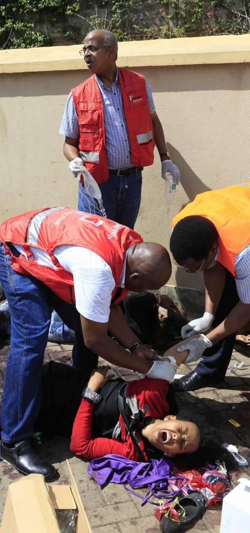 Kenya, terroristi con le bombe all'assalto dei negozi: 40 morti, clienti giustiziati