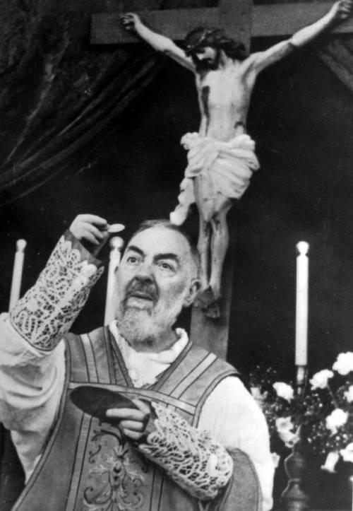 Padre Pio, il santo semplice che ha affascinato i famosi