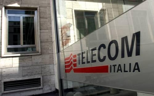 """Consumatori sul piede di guerra: """"Fermare la svendita di Telecom"""""""