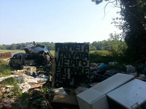 Se questa è Milano: i rom trasformano il parco in discarica