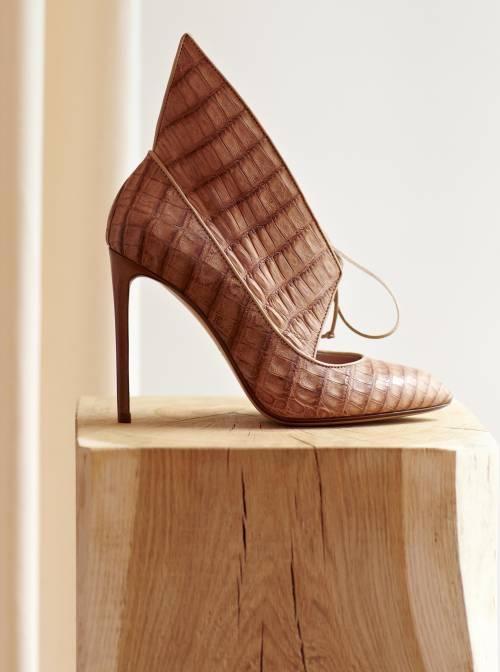 Petali di pelle o coccodrillo per le scarpe più sexy Francesco Russo e la sua collezione