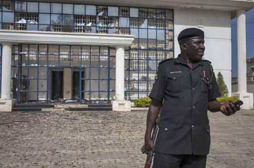 Nigeria, oltre 50 studenti uccisi in un college. Accuse a Boko Haram
