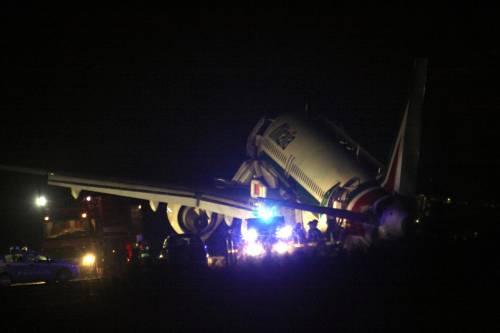 Aereo Alitalia atterra a Fiumicino senza carrello: nessun ferito