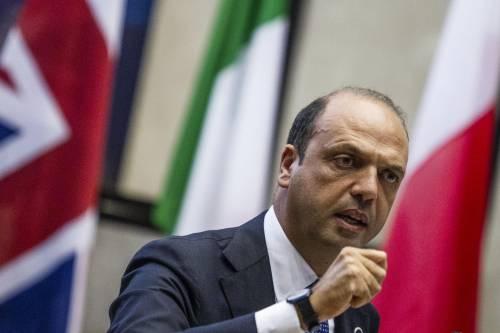"""Alfano e i ministri attaccano il Giornale. E Sallusti risponde: """"Io non ho paura"""""""