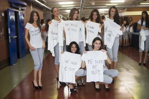Le 186 finaliste di Miss Italia protestano contro la Boldrini
