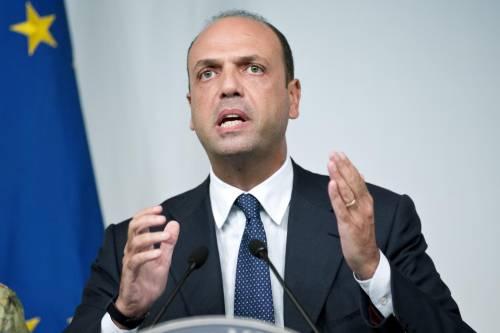 """Alfano pensa al grande centro: """"Lo costruiamo con Berlusconi"""""""