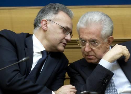 Il ministro della Difesa Mario Mauro con l'ex premier Mario Monti