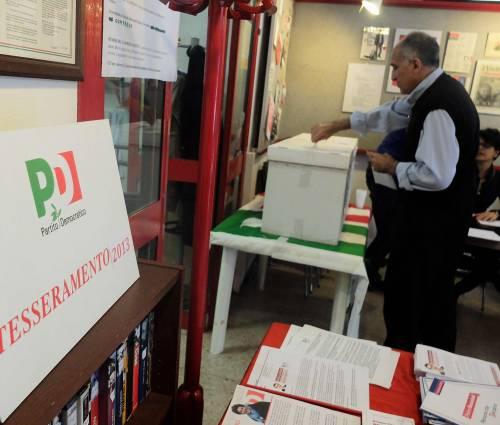 Puglia, immigrati in coda per avere la tessera del Pd