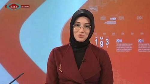 Turchia, cade un altro tabù: a condurre il tg sulla tv pubblica arriva una giornalista col velo