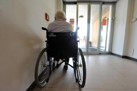 Viterbo, casa di riposo degli orrori: minacce e sevizie agli anziani