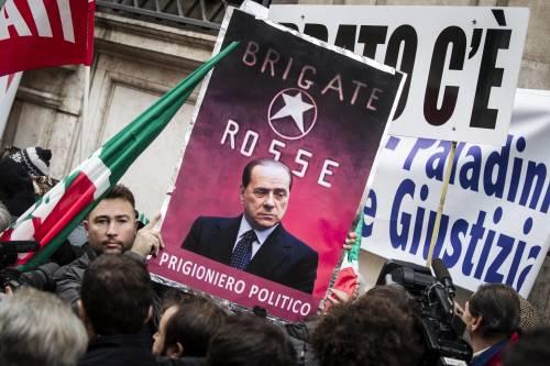 Manifestazione contro la decadenza davanti a Palazzo Grazioli