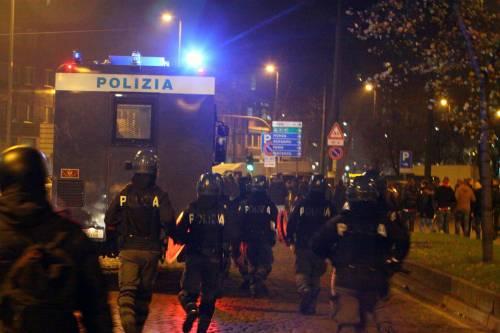 Champions, guerriglia a Milano: sei feriti, gravi tre tifosi dell'Ajax