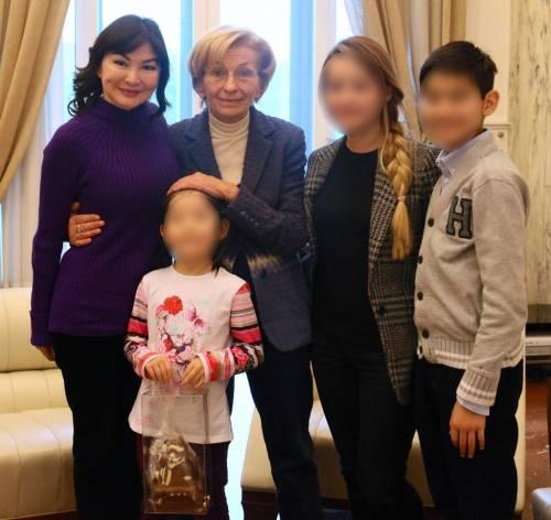 Il Ministro degli Esteri Bonino alla Farnesina con Alma Shalabayeva accompagnata dai figli Alua, Madina e Aldyiar
