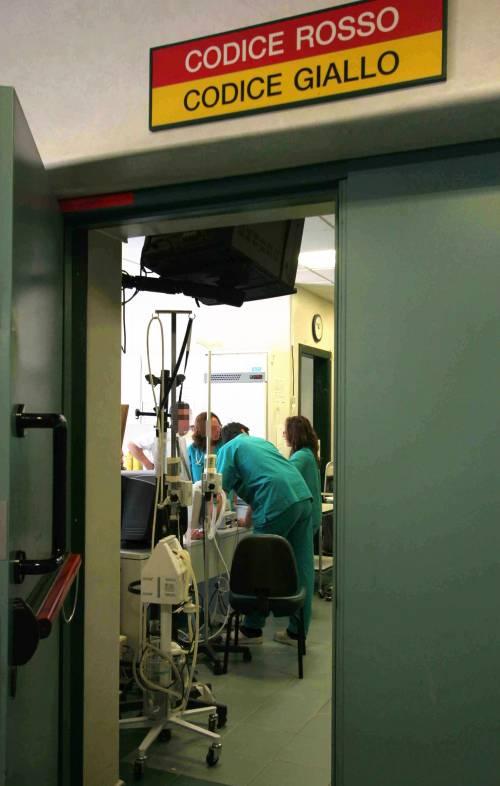 Tragico errore in ospedale: tagliato un dito a una neonata